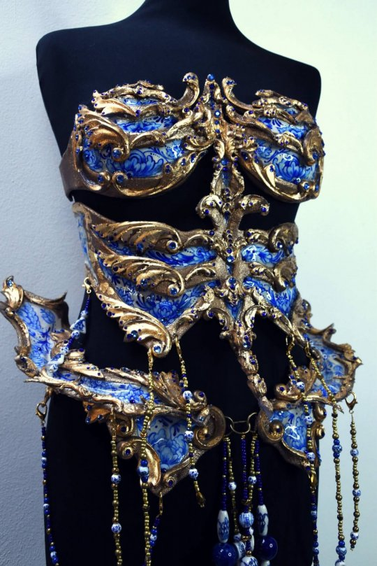 delft blue porcelain skull couture by joyce spakman, candy makeup artist